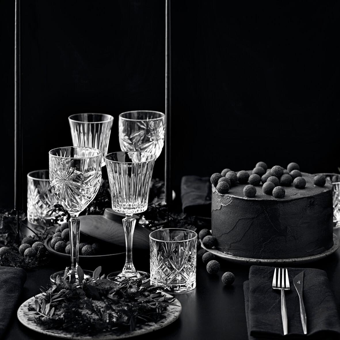 Lakrids_johan bulow_a table story_julebord_nytår_black_serviceudlejning København