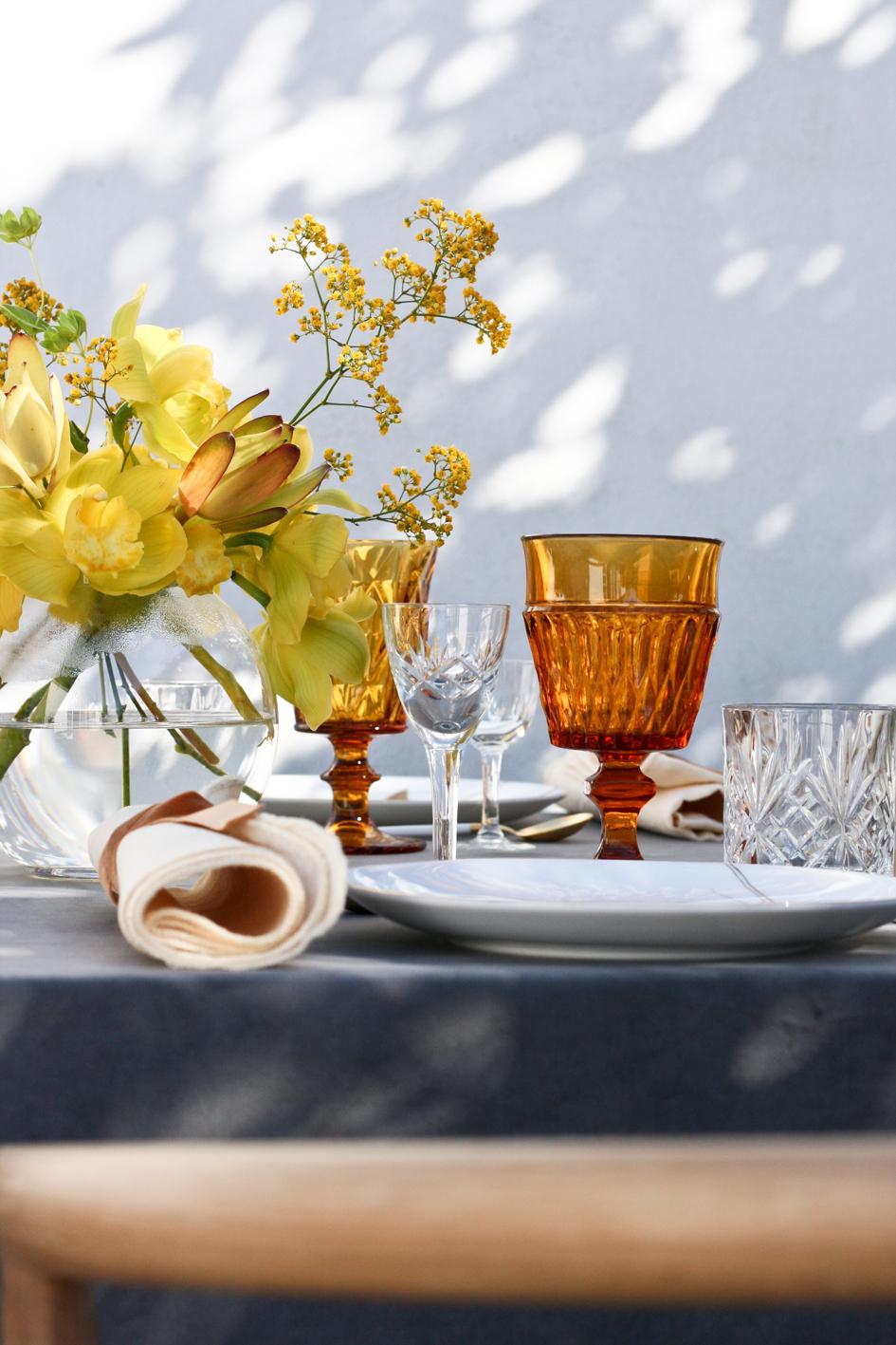 A table story_påskebord_leje af service_påskeblomster (15 of 19)