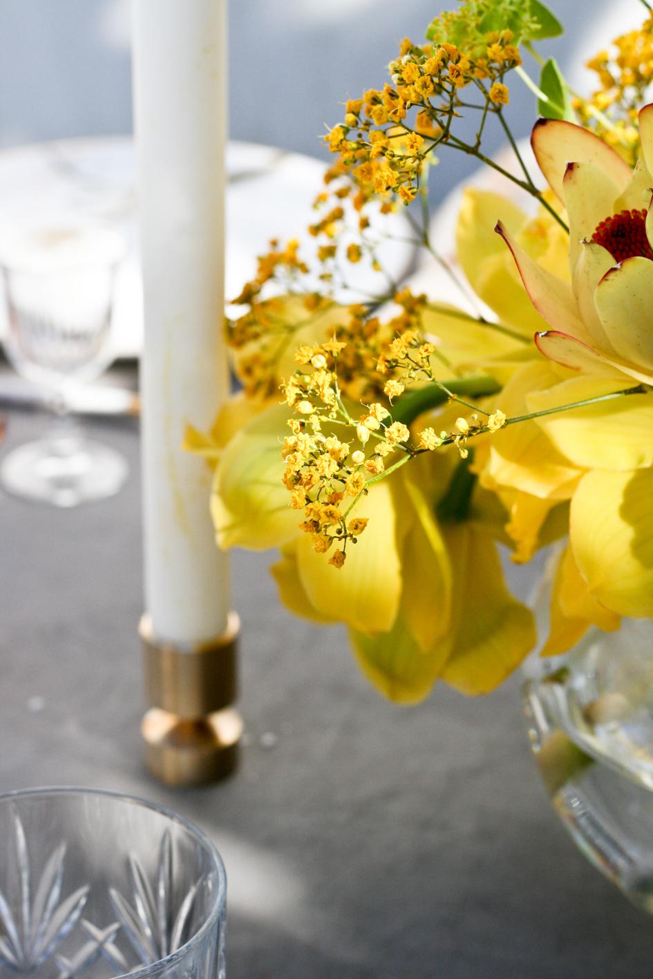 A table story_påskebord_leje af service_påskeblomster (8 of 19)