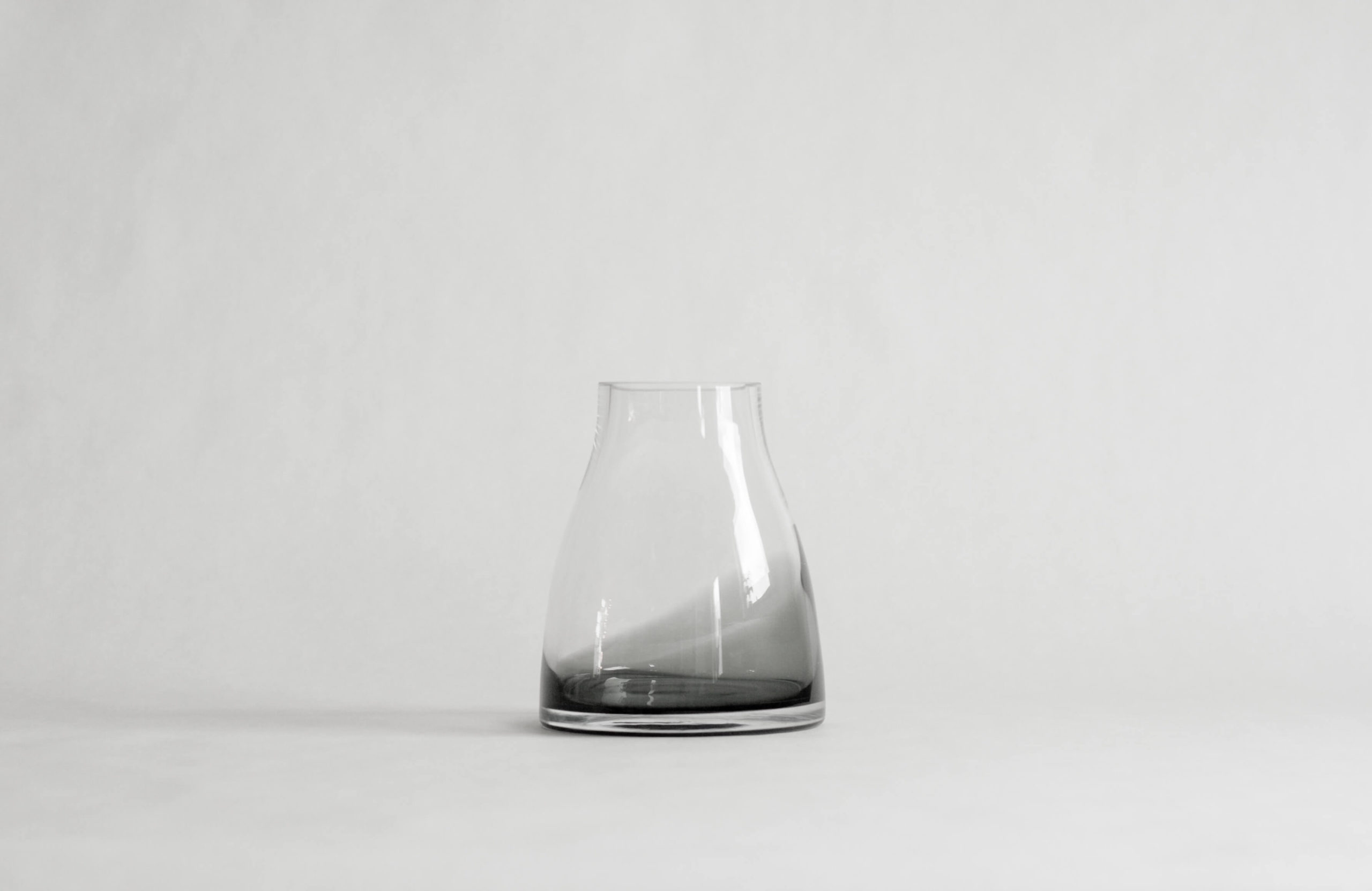 Ro_Flowervase no 2_A table story (2 of 5)