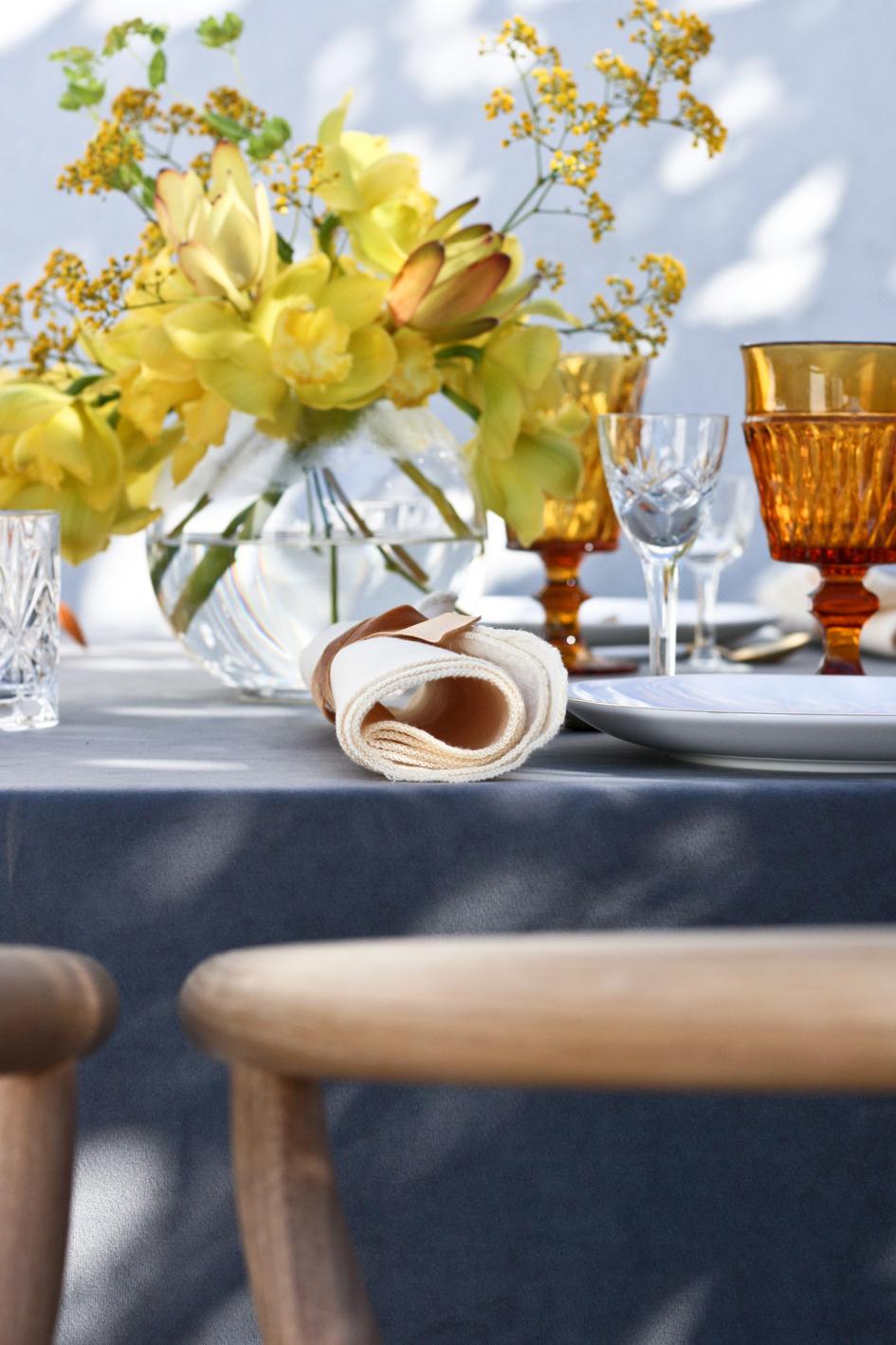 A table story_påskebord_leje af service_påskeblomster (16 of 19)