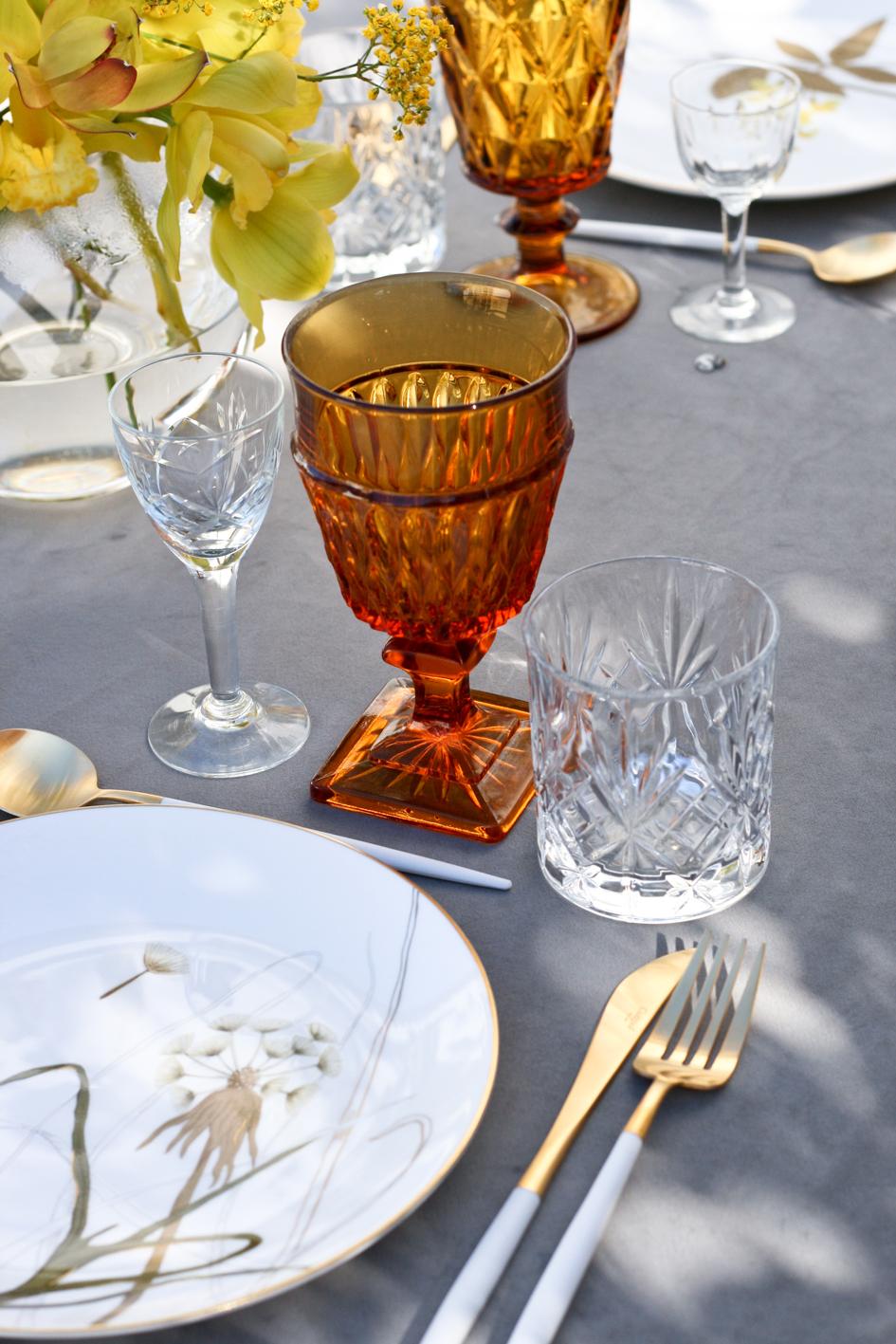 A table story_påskebord_leje af service_påskeblomster (2 of 19)