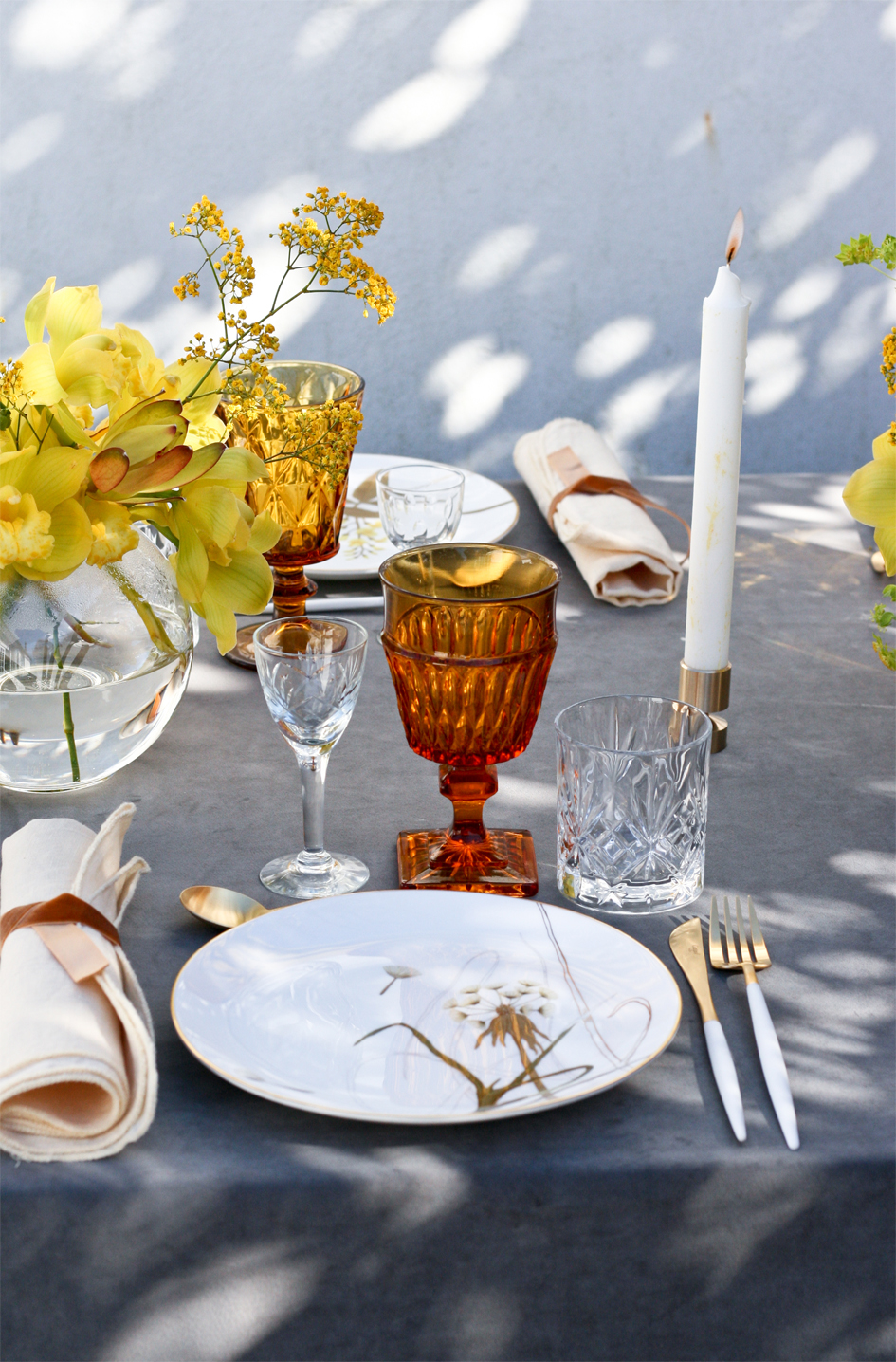 A table story_Påskebord_serviceudlejning_leje af guldbestik